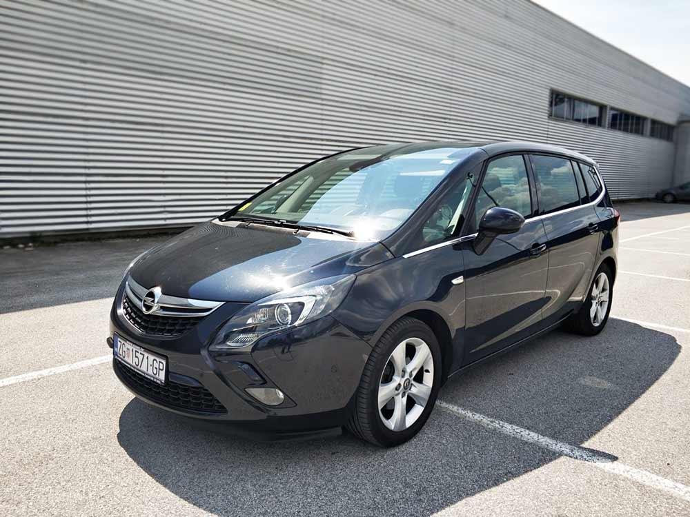 Auto-taxi_Zane_taxi_Opel_Zafira